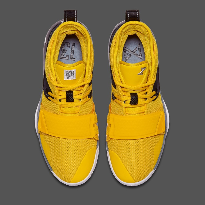 nike-pg-2-5-amarillo-chrome-black-avant.jpg